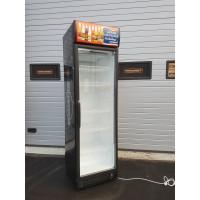 Myydään poistomallina kylmäkaappi lasiovella 60cm leveä